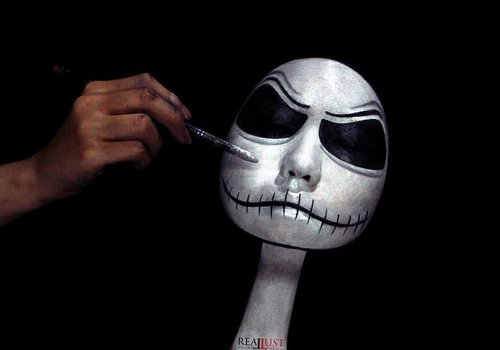 Jadi ceritanya kemarin aku terbang dari tanah Jawa ke Halloween Town - disuruh Sally buat mekap-in mereka berdua buat kondangan dan foto kopel ala-ala. Dan ini percakapan antara kita berdua : . . *Jack : Noooo! Go away from me..... ✒ *Me : Yaowoh,  Jack!  Ojo obah terus to! dempule  mengsle iki lho! (oh my god,  Jack!  Don't move!  You will ruin your makeup!) ✒ *Jack : Noooooooo... ✒*Sally : JACK! (ngamuk, uda kelar mekap tinggal nunggu Jack) ✒ *Me : To.... bojomu ngamuk to... Selak buyar kondangane isin lho... (see,  the party will be over soon you know!) ✒*Jack : #cryinginside  BGM : i'm dying inside to hold you. 🎶 by : Timmy Thomas . . . Dan terus begitu hingga proses makeup selesai. Stay tuned kalo kamu pengen ngepoin foto kopel mereka. . . . *Concept, model (face & hand), photo,  lighting, retouch by : me . . . . . . . . . . . #sfxartist #specialeffect #specialeffectartist #facepainting #sfxmakeup #cute #instagram #instabeauty #creative  #art #日本#モデル#メイク#ヘアアレンジ#オシャレ#メイク#かわいい #ootd#instastyle#girl#beauty#kawaii#コーディネート#ファッション#コーディ#ガール #instaphoto #unique #clozetteID