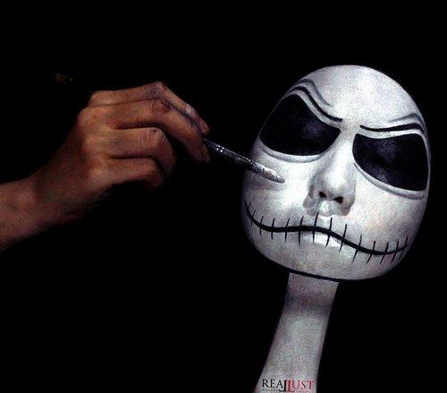 Jadi ceritanya kemarin aku terbang dari tanah Jawa ke Halloween Town - disuruh Sally buat mekap-in mereka berdua buat kondangan dan foto kopel ala-ala. Dan ini percakapan antara kita berdua : . . *Jack : Noooo! Go away from me..... ✒ *Me : Yaowoh,  Jack!  Ojo obah terus to! dempule  mengsle iki lho! (oh my god,  Jack!  Don't move!  You will ruin your makeup!) ✒ *Jack : Noooooooo... ✒*Sally : JACK! (ngamuk, uda kelar mekap tinggal nunggu Jack) ✒ *Me : To.... bojomu ngamuk to... Selak buyar kondangane isin lho... (see,  the party will be over soon you know!) ✒*Jack : #cryinginside  BGM : i'm dying inside to hold you. 🎶 by : Timmy Thomas . . . Dan terus begitu hingga proses makeup selesai. Stay tuned kalo kamu pengen ngepoin foto kopel mereka. . . *Concept, model (face & hand), photo,  lighting, retouch by : me . . . . . . . . . . . #sfxartist #specialeffect #specialeffectartist #facepainting #sfxmakeup #cute #instagram #instabeauty #creative  #art #日本#モデル#メイク#ヘアアレンジ#オシャレ#メイク#かわいい #ootd#instastyle#girl#beauty#kawaii#コーディネート#ファッション#コーディ#ガール #instaphoto #unique #clozetteID