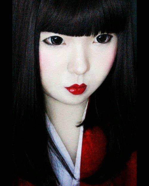 Sejak kecil Yuki percaya, kalau Every dolls has a soul. Yuki punya 1 boneka kesayangan waktu balita, namanya Oshin. Mama yg kasih nama, krn sepaket sama rok hitam-merah yg pas balita kalo Yuki ga pake rok hitam bergambar karikatur Oshin wrn merah itu selalu nangis nyariin. Kata mama dulu, Oshin itu karakter di serial drama Jepang pas jaman mama msh muda. Yuki balita mah boro2 ngerti nama negara. Taunya Oshin aja, temen Yuki. Dan papa yg cerita aneh ttg mimpinya pas mama hamil Yuki dulu. . Be careful what you wish for . Semoga sebelum Yuki meninggal, setidaknya prnh terlibat dlm film ber-genre horror yg 'edukatif' & berbasis 'Budaya'. Ga pgn jadi tokoh yg ditakut2in. Lebih pgn jd hantunya aja yg akan lbh banyak bercerita tentang sejarah & rasa. . Knp Yuki bilang lebih pgn jd pemeran hantu di film horror yg 'edukatif' & berbasis 'budaya'? Ya beda bro! Nggak cuman asal jerit2, ngagetin, jumpscare tapi zonk. Lebih dalam dr itu. Ada kisah, ada sebuah misteri & cerita yg blm terungkap, ada perasaan & pesan yg ingin disampaikan. Apalagi jika kisah2 itu merupakan kisah yg terjadi di masa lalu, hingga jd kepercayaan. Film horror yg edukatif itu bicara tentang sejarah, budaya, bahasa, dan rasa. Ada pesan yg disampaikan, ada pengetahuan yg dibagikan, ga cuman bikin kaget doang tp ga ada esensinya dan cm bikin parno . Yuki suka hal2 tradisional yg memang lbh byk menyimpan cerita dibandingkan jeritan2 di film horor yg diusilin sm setan ece2. . Dari orok, Yuki udah suka bgt sm sejarah, mitologi, horror, gore & hal2 yg berbau klenik, baik dr tanah Jawa & berbagai negara Asia & Eropa. Sebelum tidur selalu baca buku/artikel sejarah mulai dr jaman perang smp lokasinya, legenda, teori2 tak kasat mata, teori konspirasi yg bikin mikir keras & berdebat dgn diri sendiri sebelum tidur. Otak Yuki ga pernah bs diem emang. Tidur pun mikir. . Yuki msh inget kejadian2 semasa kecil yg smp sekarang ga masuk akal kalau diinget & mungkin kamu kira Yuki boong kalaupun cerita. Kisah yg tak kasat mata