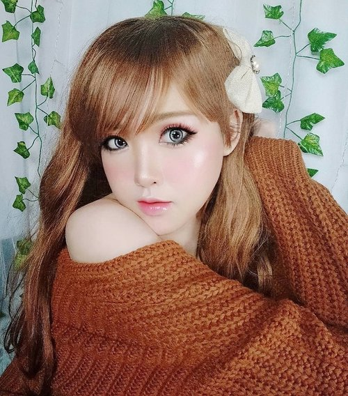 Done online interview for media coverage with Japanese Fashion & Beauty media. Sadly, because i'm faraway from Tokyo right now, i have to answer every question through video call. Soon i'll welcoming a new photo frame of my achievements in my workplace,  just like the old one from Jawa Pos, Metropolis, NHK TV Japan, Russia, and the new one from Japan ✨️.お疲れ様でした! 今日はですね、私は 日本のファッションとビューティーメディアと面接を受けた!  私は今東京から離れているので、ビデオコールから質問は答えなければなりません。ありがとう❤️ 楽しみにしています🥰  いろいろなことを教えたから、みんな待っててね🙏...#Gyarumakeup #GyaruGal #Gyaru #makeup #可愛い #かわいい #ギャル#JapaneseBeauty #osharekei #makeup #kawaii #kawaiigirl #beauty #style #girls #fashion #harajuku #selca#japan #モデル#メイク#ヘアアレンジ#オシャレ#ギャルメイク #ファッション #ガール #かわいい #おしゃれ#cchanelbeautyid #clozetteid