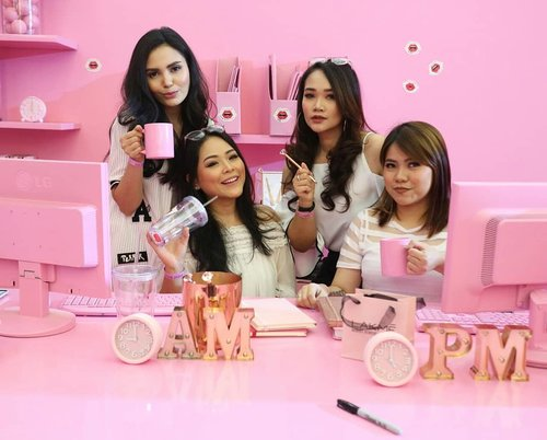 With the girls 💓💓 #lakme9to5 #lakme #senayancity #beautyinfluencer #indobeautygram #beautybloggerindonesia #makeupwithregina #Clozetteid