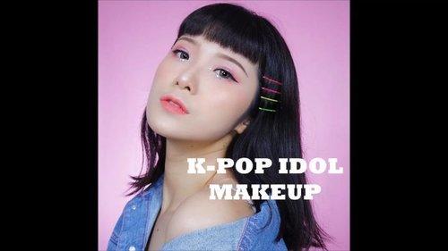"""[[Meap Mba2 K(oplo)-pop Idol]].Hi MiLuvs,Setelah makeup2 bagus affordable dari negeri tirai bambu inisial """"fcl"""" & """"o2o"""", sekarang ada lagi nih brand baru dengan kualitas bersaing yang namanya KIMUSE COSMETICS.Langsung ajah reviewnyah:.❤ Kimuse Blush 4013Warnanya syantiks. Tipe2 blush yang ada shimmernya jadi sekalian bikin kesan dewy look natural gitu. Pigmentasinya cukup ok, bukan tipe yang langsung jeduarrr pigmentnya & mudah diblend juga..❤ Aikimuse New Nude PalettePalette ini didominasi warna2 pink keungu2an. Tekstur di dalamnya juga bervariasi, mulai dari matte, shimmer, glitter, cream sampai chunky glitter berbentuk bintang.Eyeshadownya sendiri pigmented yah terutama warna2 shimmernya. Warna mattenya pun ok & ngga fall out. Cuma untuk glitter pink & bintangnya agak2 tricky waktu dipakai..❤ Kimuse Face Illuminator Highlighter 01 HaloTipe highlighter cair yang shimmernya gede2. Menurutku lebih cocok untuk pakai di badan gitu. Tapi pakai di wajah pun cukup ok, kemarin coba pakai di atas foundie + bedak ngga ngerusak lapisan di bawahnya..❤ Kimuse Matte Velvet Glossy 02Warnanya pigmented, mudah diaplikasikan & terasa lembab di bibir. Nama produknya ambigu sih matte tapi glossy (?), kalau menurutku hasil akhirnya itu basah (tapi bukan kaya gloss) karena dia ngga ngeset gitu, jadi yah dia ngga transferproof..#MicelReview..........#ivgbeauty #indobeautygram #makeuptutorial #wakeupandmakeup #undiscovered_muas  @tampilcantik #tampilcantik #ClozetteID #tutorialmakeup #ragamkecantikan @ragam_kecantikan #inspirasicantikmu @zonamakeup.id @makeup.tutorial.asian #indovidgram @indovidgram"""