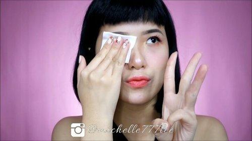 [[Cara Menghapus Makeup Biar Ngga Nyisa Kaya Kenangan Mantan]].1) Bersihkan makeup dengan remover bi-phase khusus mata & bibir.2) Lanjutkan dengan milk cleanser/cleansing oil untuk melumerkan base makeup.3) Gunakan micellar water untuk membersihkan makeup yang masih tertinggal.4) Peeling/scrubbing untuk mengangkat sel kulit mati & kotoran pada wajah (seminggu CUKUP 1-2 kali).5) Cuci wajah dengan menggunakan face foam/face wash..Peeling & scrubbing perlu dilakukan seminggu 1-2 kali. Gunanya untuk exfoliasi menghilangkan sel kulit mati.Nah, kalau aku suka selang seling antara peeling & scrubbing. Tujuan & hasilnya sama aja, cuma bedanya kalau peeling memang lebih lembut..Kalau untuk peeling aku lagi suka pakai produknya @aestura.official ATOBARRIER 365 PEELING GEL. Karena selain untuk exfoliasi, produk ini mengandung DermaON yang dapat melembabkan & menguatkan skin barrier. Jadi setelah peeling kulit bakalan terasa lembut & lembab 💕Peeling gel ini juga hypoallergenic jadi aman bahkan untuk kulit yang sensitive..So far aku suka banget sama produk2nya @aestura.official ini gengs, karena formulanya cocok untuk kulitku & ngga menyebabkan alergi. Aku bakal bahas produk lainnya juga nanti ya 😁💕Oh ya kalau tertarik untuk beli & cobain bisa langsung cek link di bio aku ya MiLuvs 😘.https://hicharis.net/LidyaMichelle/c8F.#AESTURA #ATOBARRIER365PEELINGGEL #AMOREPACIFIC #charis #CHARISSTORE #charisAPP  @charis_official..........#ivgbeauty #indobeautygram #makeuptutorial #wakeupandmakeup #undiscovered_muas  @tampilcantik #tampilcantik #ClozetteID #tutorialmakeup #ragamkecantikan @ragam_kecantikan #inspirasicantikmu @zonamakeup.id @makeup.tutorial.asian