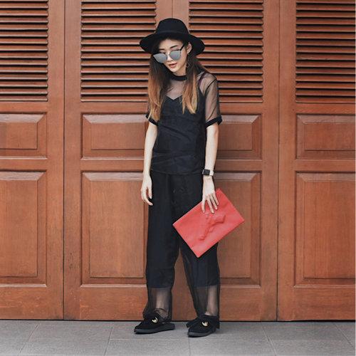 black on black kinda day wearing this matchy set from @iwearmood 🖤