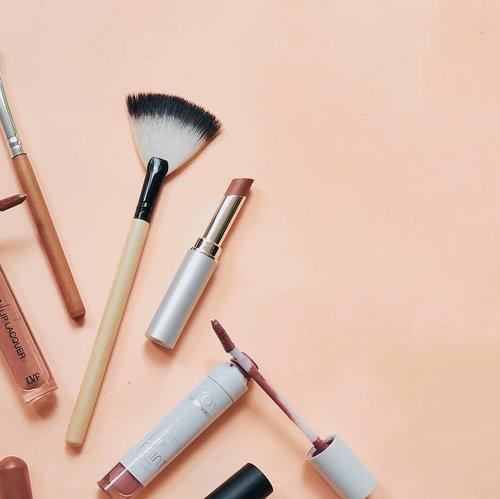 "<div class=""photoCaption"">•<br /> Sharing dong, apa sih ketakutan atau keraguan terbesar kamu dalam memilih makeup?<br /> <br /> _____________________<br />  <a class=""pink-url"" target=""_blank"" href=""http://m.id.clozette.co/search/query?term=clozetteid&siteseach=Submit"">#clozetteid</a>  <a class=""pink-url"" target=""_blank"" href=""http://m.id.clozette.co/search/query?term=skincareroutine&siteseach=Submit"">#skincareroutine</a>  <a class=""pink-url"" target=""_blank"" href=""http://m.id.clozette.co/search/query?term=everydaysunprotection&siteseach=Submit"">#everydaysunprotection</a>  <a class=""pink-url"" target=""_blank"" href=""http://m.id.clozette.co/search/query?term=ringansepertiair&siteseach=Submit"">#ringansepertiair</a>  <a class=""pink-url"" target=""_blank"" href=""http://m.id.clozette.co/search/query?term=Flatlay&siteseach=Submit"">#Flatlay</a>  <a class=""pink-url"" target=""_blank"" href=""http://m.id.clozette.co/search/query?term=flatlays&siteseach=Submit"">#flatlays</a>  <a class=""pink-url"" target=""_blank"" href=""http://m.id.clozette.co/search/query?term=flatlaystyle&siteseach=Submit"">#flatlaystyle</a>  <a class=""pink-url"" target=""_blank"" href=""http://m.id.clozette.co/search/query?term=flatlayforever&siteseach=Submit"">#flatlayforever</a>  <a class=""pink-url"" target=""_blank"" href=""http://m.id.clozette.co/search/query?term=flatlaytoday&siteseach=Submit"">#flatlaytoday</a>  <a class=""pink-url"" target=""_blank"" href=""http://m.id.clozette.co/search/query?term=flatlayoftheday&siteseach=Submit"">#flatlayoftheday</a>  <a class=""pink-url"" target=""_blank"" href=""http://m.id.clozette.co/search/query?term=flatlaysquad&siteseach=Submit"">#flatlaysquad</a>  <a class=""pink-url"" target=""_blank"" href=""http://m.id.clozette.co/search/query?term=flatlaythenation&siteseach=Submit"">#flatlaythenation</a>  <a class=""pink-url"" target=""_blank"" href=""http://m.id.clozette.co/search/query?term=flatlaylove&siteseach=Submit"">#flatlaylove</a>  <a class=""pink-url"" target=""_blank"" href=""http://m.id.clozette.co/search/q"