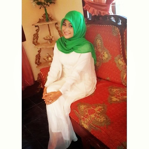 #hijab #pray #meinwhite #greenhijab #ClozetteID #HOTD  #ScarfMagz