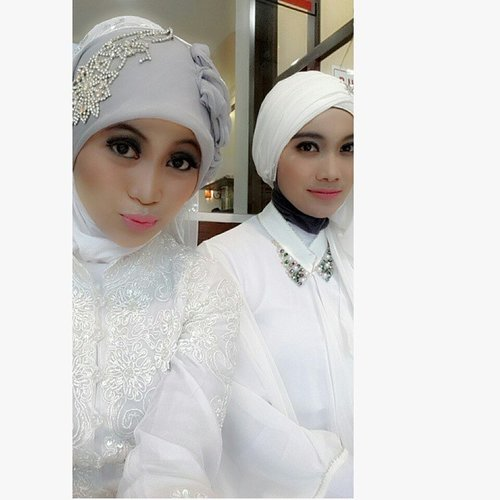 miss this moment ❤❤ #hijabme #hijabfashion #white #colour #people #meandfriend #love #behindthescenes #nice #fashionshow #photo #ClozetteID #komunitashijab_indonesia #hijabers_indonesia