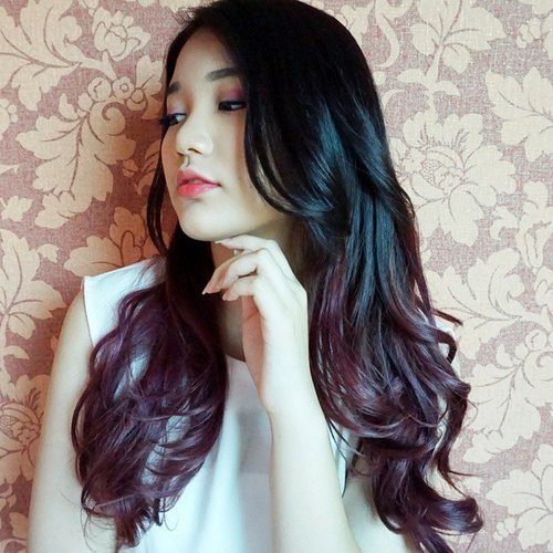 """maybe some of you have guessed the """"change"""" I talked previously and here it is, purple ombre! actually it's a little bit reddish but nonetheless, I'm happy with my new hair 😁 #natashajs #violetbrush #natashajsfotd #ClozetteID #beautiesid"""