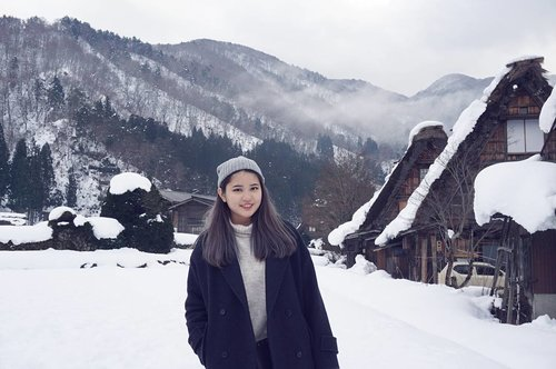 My dad can seriously be a photographer 👌👌Spending my first day of this year resting, how about you guys?Btw, how are you guys liking my new hair? 😉Shirakawa-go is seriously very pretty and instagram-able, I promise I'll be back!..#NatashaJS #NatashaJSinJapan #NatashaJStheTourist #NatashaJShairupdates #VioletBrush #clozetteid