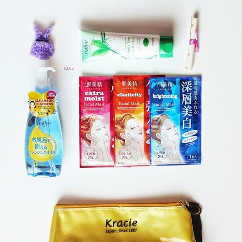 """blogged: unboxing Kracie hampers from @kawaiibeautyjapan 💕 (link is on my bio 👆👆) review will be up soon after my finals are over :""""#natashajs #violetbrush #clozetteid @clozetteid #kawaiibeautyjapan #kbjblogger"""