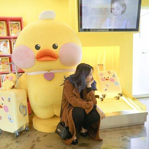 A lost kid in Seoul 👀Counting days to holidays 🙃..#NatashaJSinSeoul..........#fanfanchuu #hongdae #clozetteid #wiwt #ggrep #fashiongram #일상룩 #일상스타그램