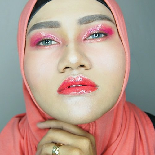 This is my Tone-one-tone makeup using lipstick only for eyes, cheek and lips. . Orange has been my curse color since i was in college, my faculty flag is orange, my first company was orange, even tho the following company do have orrange as well. . . So i choose orange vibes for this challenge. . . #EpicShineLippieLove #LippieLovers #Lippielove #glossyeyes #glossyeyeshadow #jakartabeautyblogger @jakartabeautyblogger #beautytalk_indo @beautytalk_indo #bloggerceriaid @@bloggerceriaid #indobeautygram @indobeautygram #bvloggerid @bvlogger.id #nyxcosmeticsid @nyxcosmetics_indonesia