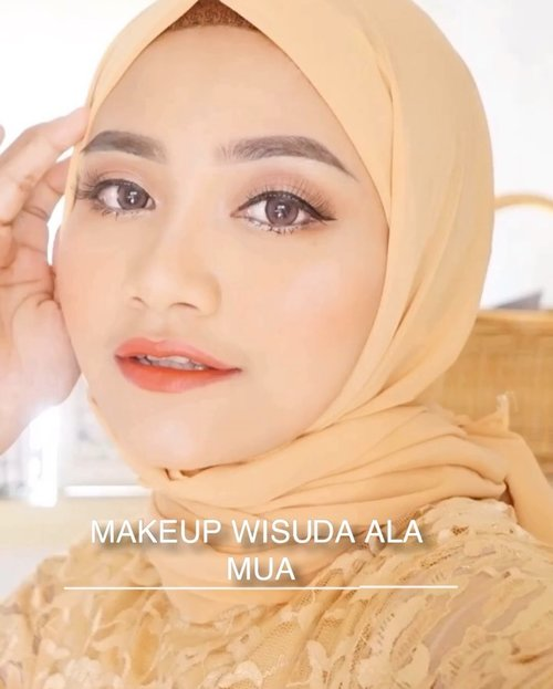 "Wisuda makeupnya natural kayak gini siapa yang suka ?? Kalo kalian suka jangan lupa save yah videonya ..... thankyou 😘..Produk""nya bersahabat bisa beli online apalagi lebih muraaaahhh 😍..@celefit_official , suka banget sama cushion coveragenya mantul@marckscosmeticind bedak tabur, @makeoverid , powerstay  matte powder foundation@imagicofficial_id , eyebrow pencil@martinezbeautyofficial , contour @eminacosmetics blush on@amaliahalalbeauty , lip glossy & @makeoverid powerstay transferproof (lupa shade )@rollover.reaction , face mist hydration#novohighlighter@martinezbeautyofficial , single eyeshadow shimmer pink"
