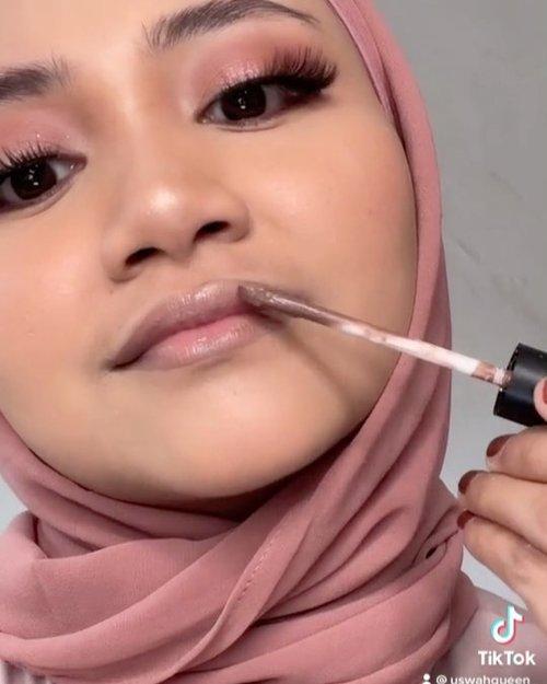 Dark Bratz doll versi mencong dikit 🤣, emank berat yah take langsung tanpa edit, tapi jujur nih kalo take langsung tu pasti banyak viewsnya ✌️. .#tipstiktok #makeuphack #makeupideas #makeuphacks #makeupviral #tutorialmakeup #uswahmakeuptutorial #makeuptiktok #beautybloggerindonesia #makeuptutorialindonesia #darklips #clozetteid
