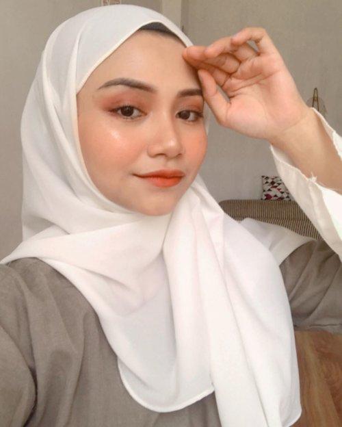 Kamis manis yah hari ini 🤭... @cchannel_id @indobeautygram @cerita.cantik #beautybloggerindonesia #beautybloggers #makeupchallenge #makeuptutorialindonesia #tipsmakeup #makeuppemula #beginnermakeup #uswahmakeuptutorial #beautycontentcreatormakassar #instagram #makeuplooks #eyelashes #clozetteid