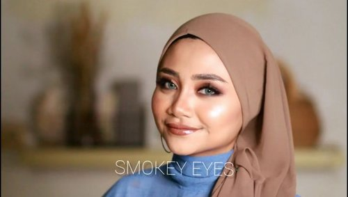Enaknya cuaca hari ini gak panas , enaknya makan Udon di mall 🤔🤔..Oia kalian suka gak SMOKEY eyes kayak gini ?? Nanti sy bikin khusus bagian matanya ya, soalnya ini  videonya editnya bukan main , huhuhu siapa yang dari kemarin perhatiin storyku ?? 🙃..Product used :@catrice.cosmetics all matte shine foundation@ultimaii_id  tranclucent face powder@wardahbeauty , eyeliner perfect matte@absolutenewyork_id , lip cream @sophie.paris.id lip glossy@rollover.reaction , face mist hydration@milanicosmetics brow Pomade dark brown @elfcosmetics palatte blush on..@cchannel_id @ragam_kecantikan @wakeupandmakeup @beautybloggerindonesia @tutorialmakeupkece @indobeautygram @wakeupandmakeup @tips__kecantikan @makeuptutorialindo#likeforlikes #eyeshadowtutorial #westernmakeup#instadaily #ootd #instamakeup#makeup #instamakeup #toptags @top.tags #cosmetic #cosmetics #likes  #foundation #beauty #beautyantusiast #cccushion #beautybloggerindonesia #makassarinfo #contentcreator #Uswahmakeuptutorial  #makeuppemula #makeupaddict #makepgirlz #beautycontentcreator#likes #likeforfollow #eyebrowtutorial #makassarhits  #clozetteid #beautycontentcreatormakassar
