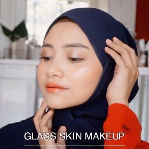 Glass skin makeup, produk produknya terjangkau gak mesri yang mahal mahal beb.....Jangan pakai bedak tabur atau padat lagi yah setelah pakai foundation, semiga kalian suka videonya 😘.@ragam_kecantikan @cerita.cantik @indobeautygram @beautybloggerindonesia#makeovertransferproofmattelipcream #socobox #soco #makeuptutorialindonesia #toptags @top.tags #cosmetic #cosmetics #likes  #foundation #beauty #beautyantusiat #cccushion #beautybloggerindonesia #makassar #contentcreator #Uswahmakeuptutorial  #makeuppemula #makeupaddict #makepgirlz #beautycontentcreatormakassar #beautybloggerindonesia #clozetteid