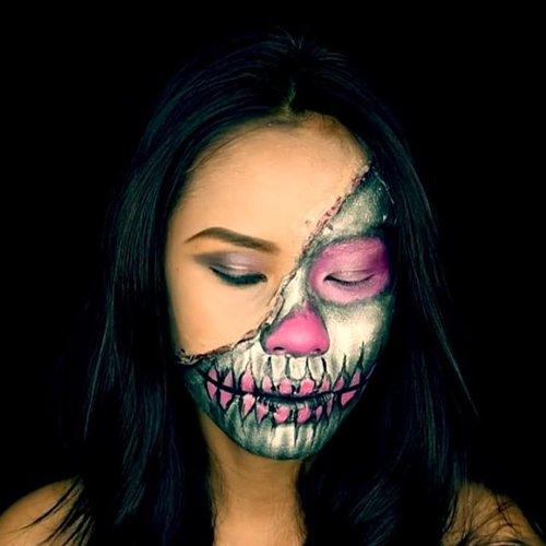 Maybe... I'm broken inside 🖤💀 . Full video on Youtube Tomorrow 1pm 👻 . . . #indonesianmakeupartis #indonesianlivinginbangkok #mua #makeup #makeuplover #makeupartist #makeupkarakter #fantasymakeup #specialeffectsmakeup #amazingmakeuparts #undiscovered_muas #dupemag #kryolan #mehron #halloweenmakeup #makeuptutorial #starclozetter #clozetteid #instamakeup #bangkok #thailand
