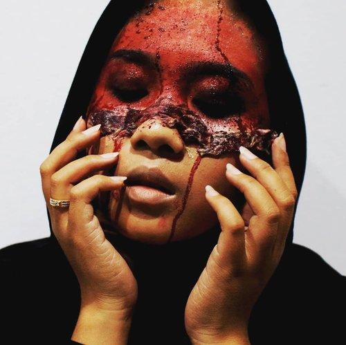 Pas maskeran ehhh yg di keletek sampe kulit... #Clozetteid #makeupincrime #MICmakeupCollab #makeupincrimecollab #halloweenmakeupcollab