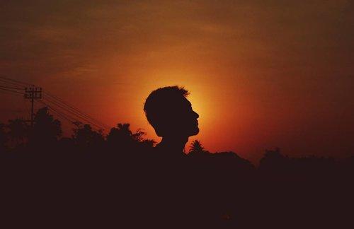 Selain Senja... Aku percaya fajar... Karena dia pun selalu tepat janji membawa terang setelah gelap... Selain Senja Dan Fajar, Apakah aku bisa percaya kamu?  #halaahhhh  #clozetteid #photography #canon #senja  #instaphoto #imogiri #instaquotes #instatravel #yogyakarta  #quotesoftheday #quotes #jogjaistimewa #vsco #travelphotography #canon #doubleRRphotography #vacation #latepost #indonesia