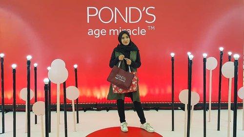 Pagi udah ikutan talkshow kak sabai... Nahhh sorenya masih event @pondsindonesia x @beautyjournal tapi sore ini barengan sama beberapa biji member @macherie.idn ikutan beauty class nya  @tynakannamirdad Jangan di swipe nanti serem... #clozetteid#Beautiesquad #beautybloggerindonesia #indobeautysquad #BeautyJournalxPonds #NeverStopGlowing#KartiniMasaKini