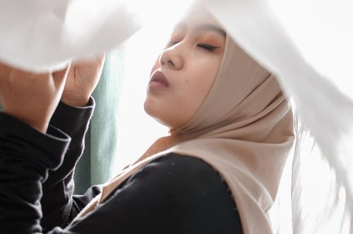 Ternyata, kita pun butuh waktu untuk menghadapi masalah hati sendiri. Kita pun butuh waktu membahagiakan diri sendiri.#clozetteid #hoteljakarta