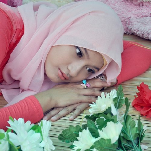 """""""When the fact, not same with our dream. Life must go on""""  happy monday ♥♡ #moslem #hijab #hijabfashion #hijabstreet #hijaber #simple hijab #pinkhijab #hijabstyle #hijabcandy #instagram #instaaddict #instalike #instahub #instago #instagood #instafollow #instapict #instaphoto #photograph #photoshot #clozetteid"""
