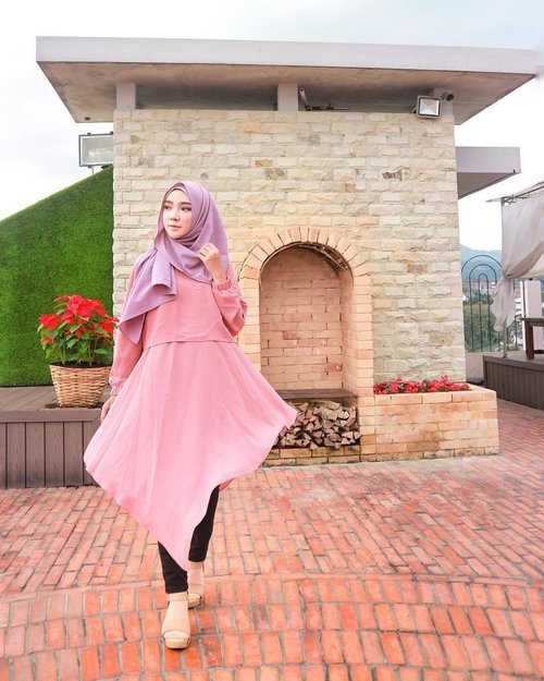 "<div class=""photoCaption"">🦄 Tunik by -- @riyuriclips 🦄 ...... <a class=""pink-url"" target=""_blank"" href=""http://m.id.clozette.co/search/query?term=OOTDayuindriati&siteseach=Submit"">#OOTDayuindriati</a>  <a class=""pink-url"" target=""_blank"" href=""http://m.id.clozette.co/search/query?term=hijab&siteseach=Submit"">#hijab</a>  <a class=""pink-url"" target=""_blank"" href=""http://m.id.clozette.co/search/query?term=hijabstyle&siteseach=Submit"">#hijabstyle</a>  <a class=""pink-url"" target=""_blank"" href=""http://m.id.clozette.co/search/query?term=hijabfashion&siteseach=Submit"">#hijabfashion</a>  <a class=""pink-url"" target=""_blank"" href=""http://m.id.clozette.co/search/query?term=fashion&siteseach=Submit"">#fashion</a>  <a class=""pink-url"" target=""_blank"" href=""http://m.id.clozette.co/search/query?term=clozette&siteseach=Submit"">#clozette</a>  <a class=""pink-url"" target=""_blank"" href=""http://m.id.clozette.co/search/query?term=clozetteid&siteseach=Submit"">#clozetteid</a>  <a class=""pink-url"" target=""_blank"" href=""http://m.id.clozette.co/search/query?term=endorse&siteseach=Submit"">#endorse</a>  <a class=""pink-url"" target=""_blank"" href=""http://m.id.clozette.co/search/query?term=ayuindriati&siteseach=Submit"">#ayuindriati</a></div>"