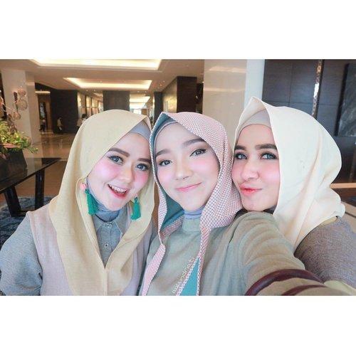 Selfie 1 📸 • Good Morning! 🌸 . . . . . #helloLtru #LtruFashionShow2017 #LetsSpreadLove #selfie #hijab #hijabfashion #hijabstyle #fashion #influencer #blogger #clozette #clozetteid #ayuindriatiX3store #ayuindriati
