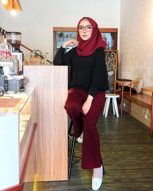 Stop waiting for further instructions 🚫 ..Celana Kulot -- @vioryskirt .....#OOTDayuindriati #hijab #hijabstyle #hijabfashion #clozette #clozetteid #canon #hotd #ootd #blogger #endorse #ayuindriati
