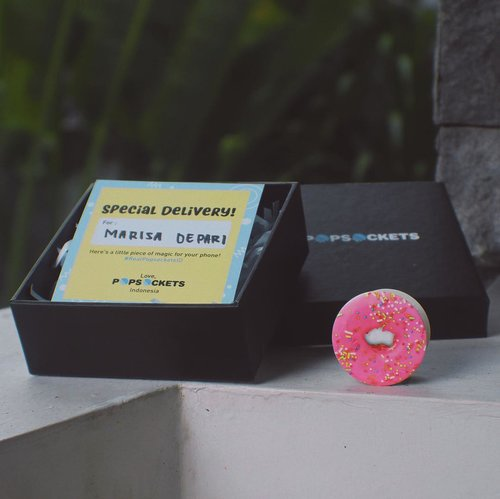 Thank you @popsocketsindo for this cutie pink donut 💖🍩 . . I will never drop my phone anymore 🤩 Yuk beli yang original, di @popsocketsindo dan lihat perbedaannya~✨! .  TIPS: Pop your Popsocket out to have a better grip of your phone while taking a selfie! #RealPopsocketsID