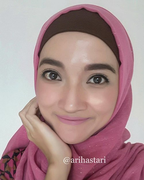 🐙Rosy cheeks🐙..#highlighters #highlightonfleek #contourandhighlight #maryloumanizer #thebalmcosmetics #maybelline #maybellinenewyork #mascara #motd #makeupoftheday #makeuplook #makeupmafia #makeupinspo #makeupjunkie #makeupbyme #wakeupandmakeup #hotd #hijaboftheday #hijablook #clozetteID #nofilterneeded #happyme