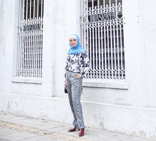 My casual style with kiddos// Wearing shirt from @tara_deluxe because its so comfy, and 👢@zara totally in love💃💃📷 @andrepmks..#fashion #fashiondaily #fashionaddict #ootd #outfitoftheday #outfitpost #ootdhijab #ootdindo #whatiweartoday #whatiwore #wiwt #wiw #style #styleblogger #stylefile #stylista #streetstyle #instafashion #instastyle #instalike #instagood #instadaily #lookbook #hijabersindonesia #hijab #clozetteID #mommy #mommylife #momstyle #exploresemarang