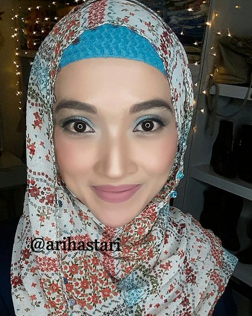 I want to experiment with color, so I'm using blue as an accent to my normal makeup is the easiest way to incorporate it without it feeling forced. And oh, it suits my hijab😻 . . #makeupinspo #makeuplook #makeupmafia #makeuplover #makeupjunkie #makeup #wakeupandmakeup #makeupideas #motd #makeupoftheday #instamakeup #hijab #hijablook #highlighter #bronzer #shading #contouring #eyeshadows #viva #maybelline #thebalmcosmetics #wardahbeauty #wardahlipcream #clozetteID #nolashes #nofakelashes #blue #bluefrost