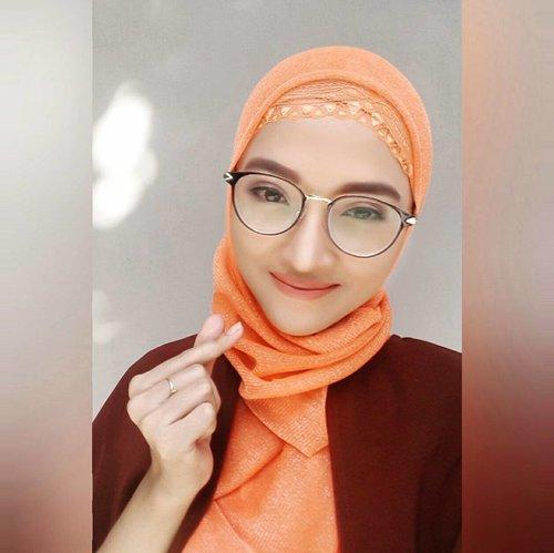Trying #nyx #lipgloss and not bad lah.. Biasanya pecinta #lipmatte #lipstick coba ini berasa habis makan gorengan😶😶😶 Happy working, #fighting ! . . #saranghae #sarang #orange #terracota #brown #mood #love #vsco #vscocam #clozetter #clozetteid #hotd #hijaboftheday #hijabstyle #hijabpost #hijabers #hijab #mondays #mondaymood #motd #makeupoftheday #lipstickjunkie #lipstickaddict