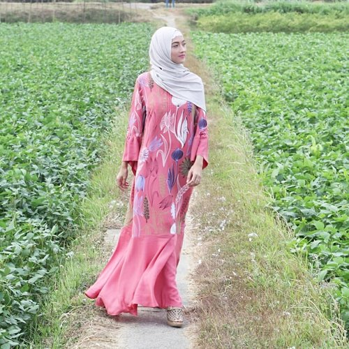 Simply waking up today means you have things to be thankful for// Wearing @kabana_itangyunasz @zaloraid Im speechless it's too beautiful//📷 @onazz_trackvoice..#styleoftheday #outfit #ootd #ootdinspiration #ootdmagazine #ootdhijab #hijabstyle #hijaboutfit #hotd #hijab #fashion #fashiondaily #outfitoftheday #outfitpost #stylish #style #stylefile #styleinspo #instafashion #instastyle #instalike #vintage #tbt #wiw #whatimwearing #whatiworetoday #clozetteID #ZaloraStyleEdit #zaloralebaran #fashiondiaries