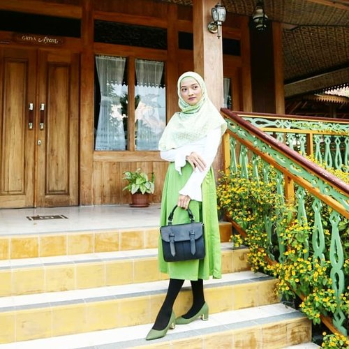 Happy weekend guys, it's friday yayyy// Wearing👚from @zalia_official and 👠 from @berrybenka..#clozetteID #wiwt #whatiweartoday #blouse #skirts #OOTD #outfitoftheday #outfitshare #outfitpost #outfitdaily #outfitstyle #outfithijab #hijab #hijabindonesia #hijabindokece #hijablook #hijabdiaries #hijaboutfit #hijabstyle #style #stylista #stylebyme
