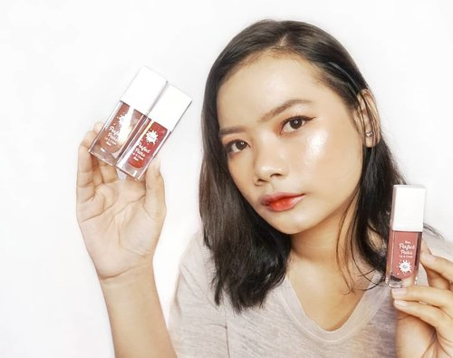 Seperti yg kalian lihat sebelumnya, ini adalah makeup tutorial menggunakan fanbo tetapi selain fanbo tentu ada base makeup-nya bukan? Dan juga highlighter-nya.Jadi, disini aku menggunakan foundation dari Revlon Air Brush Effect dan juga highlighter dari Catrice dan Make Over. 🌷 Revlon Photoready Airbrush Effect Foundation - Shell🌷 Catrice Glowdoscope Highlighter Palatte🌷 Make Over Riche Glow Face Highlighter#rimaangel #beautybloggerindonesia #beautybloggerid #clozetteid #makeuplook #dewylook #glowingmakeup #highlighter