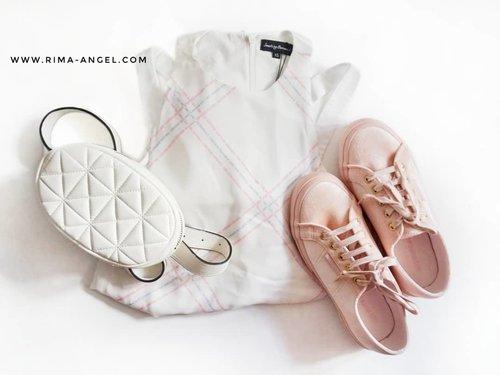 Terlalu banyak mengoleksi baju berwarna gelap, akhirnya kali ini aku mencoba mencari pakaian berwarna putih.  Alasannya? Ya, agar pas event diminta pake baju warna putih, aku sudah tidak merasa bingung lagi. 🤣  Alasan yang dibuat-buat untuk sengaja membeli baju lagi. 🤭  #rimaangel #beautybloggerindonesia #beautybloggerid #OOTDrimaangel #fashion #clozetteid #RimaAngelinStyle #ootd