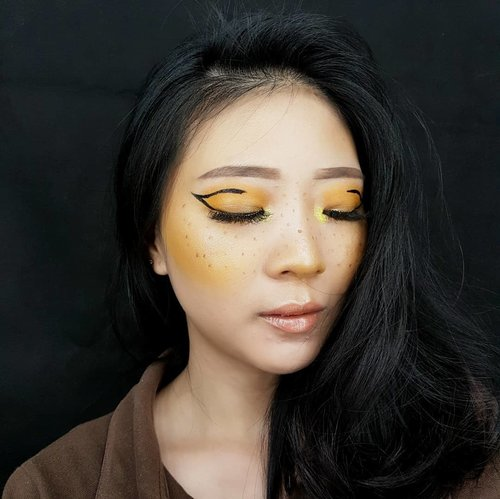 Deets 👇 . 🌞 FACE Primer @makeoverid Velvet Mattifying Primer Foundation @mustikaratuind Beauty Queen Series Concealer @maybelline Master Concealer Bedak @makeoverid Highlighter @makeoverid Riche Glow Blush @nyxcosmetics_indonesia In Your Element Fire Freckles @lagirlindonesia Pro Conceal . 🌞 BROWS @mizzucosmetics @colourpopcosmetics . 🌞 EYES @nyxcosmetics_indonesia Love You So Mochi and In Your Element Fire . 🌞 LIPS @blpbeauty Butter Fudge @mobcosmetic Metallized Lip Stain Stardust . 🌞 LASHES @blpbeauty Dainty . 🌞LENS @davinciolshop . . . . #luellamakeup #luellablog #tampilcantik #indobeautygram #bvloggerid #beautiesquad #clozetteid #clozzetebeauty #bloggerindonesia #bloggerindo #beautilosophy  #indobeautysquad #beautybloggerindonesia #bvloggerid #beautybloggerbandung #setterspace #bloggerbandung #muabandung #muatribeid #muaindonesia #bloggermafia #bunnyneedsmakeup #kbbvfeatured #ragamkecantikan