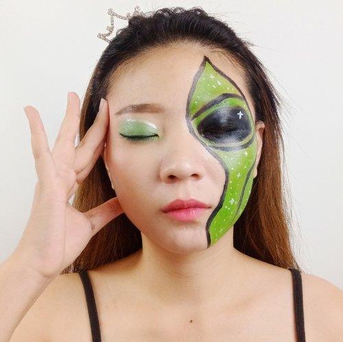Human aren't real 👽..Inspired @nicolettehardin.....#luellaartistry #luellamakeup #alienmakeup #alienmakeupinspired  #clozzetebeauty #clozetteid
