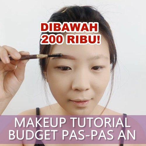 """Makeup under 200rb yg sesuai REALITA nih.  Bisa dipake sehari hari sistur, gak cuma buat pajangan tutorial aja wkwkwk.Btw pusing juga milih milih produk yg bener bener bisa dpt hasil kece dan murah HAHA.. Akhir nya dapet produk"""" ini deh total nya under 200k pokok nya! .Makeup BPJS inspired @rachgoddard 😎..❤ @purbasarimakeupid Alas Bedak 8.5k❤ @purbasarimakeupid Two Way Cake 30k❤ @imploracosmetics Brow 5k❤ @pixycosmetics Eyeliner 50k❤ @sis2sis_indo for Blush and Lips 25k❤ Highlighter Sorcha @tinyme.up 36k❤ Bulu Mata @makeupuccino 15k..🎶 Anak Sekolah - Eclat Cover.💻 Corel Video Studio......#luellaartistry #luellatutorial #makeupunder200k #makeupanaksma #makeupkuliah #makeupkantor #makeupkoreatutorial #clozzetebeauty #clozetteid #makeupnatural"""