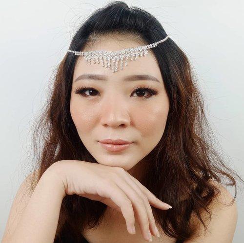 Gimana rasa nya kembali sekolah atau bekerja setelah liburan panjang?? 😝😝 . Btw aku udh pernah bikin makeup tutorial nya buat look ini.. Scroll yak! Cuma kehalang 3 postingan kok ❤ . . . . . . . . #luellaartistry #luellamakeup #irishbella #irishbellalovers #irishbellafans #koreamakeuptutorial #makeuppemula #makeupremaja #makeupnatural #makeuptransformation #tutorialmakeup #beautyvlogger #beautybloggerindonesia #beautybloggerbandung #beautyvloggerbandung #bandungbeautyblogger #bandungbeautyvlogger #clozzetebeauty  #Clozetteid