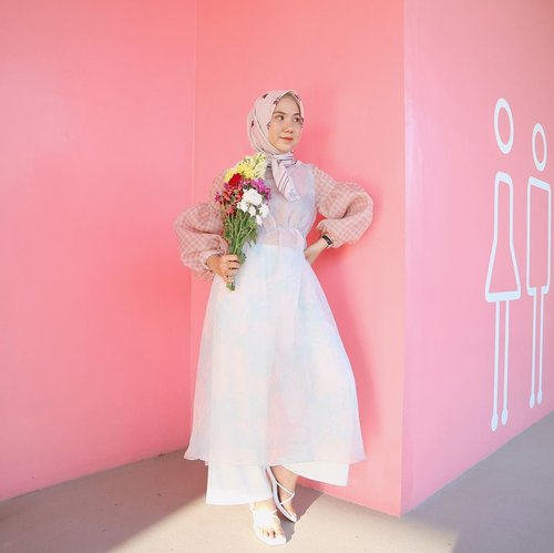 Hi babe can I call youuu? 🙈 @soohyun_k216 _Scarf @vanillahijabstudio Dress @sidelinelabel x @ameliaelle Shoes @eveseitch_id .....PS: I try to be ko moon young hijab version, please don't judge me 🤣