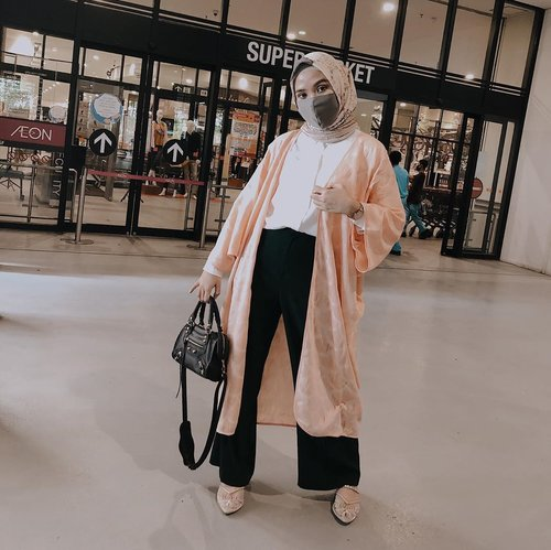 New Normal OOTD!Being extra to grocery shopping with Yasmina Outer ✨ @ayladimitri for @sissaeindonesia . Pairing with Raja Ampat scarf @wearingklamby and Allegra Heels from @local.id . Swipe left for details ✨ #AylaDimitriForSISSAE..........#lookbookindonesia #ootdindo #shoxsquad  #clozetteid #theshonet #theshonetinsiders #hijabootdindo #fashionblogger #fashionbloggerindonesia #fashioninfluencer #jktspot #jktgo #explorejkt