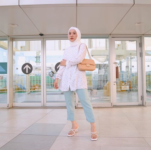 Outfit idea for your weekend 🙌🏻✨ Tap tap for details! ...#jointhetrend #paulamonomolly #vanillahijab #vanillahijabstyle #sistervanillahijab