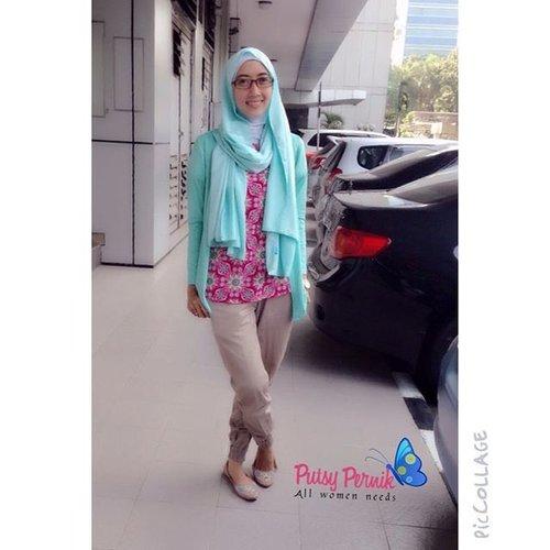 Today Office Look..Scarf : Mint Candyland Series by @putsypernik 🌸 Putsy Office Look #POL ✌🏻️ #hitnRun #clozetteId #GoDiscover #hijabinspiration #hijabfashion #hijabcantik #hijabers #hijab #putsypernik #scarf #scarfputsypernik #HijabStyleMolto #clozetteId #HOTD