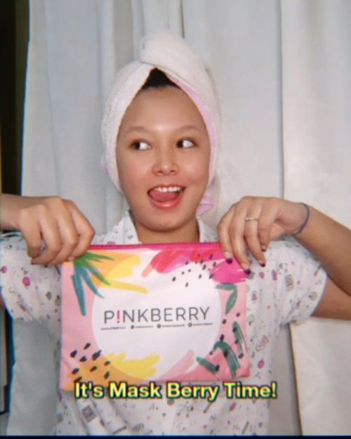 Sudahkah kamu me time hari ini? Me time yang sangat simple favorite aku adalah sehabis mandi pagi atau malam aku selalu pakai sheet mask sehingga wajahku tetap lembab dan wangi sheet mask yang soft bisa bikin aku tambah relax. Nah favorite aku minggu ini sheet mask dari @pinkberrybeauty dengn varian Mask Berry Acne Care, Hydrating, dan Brightening. So jangan lupa me time girls!💕#wakeupandmakeup #makeuptutorial #glowingmakeup #ClozetteID #indobeautysquad #ragamkecantikan #beautybloggerindonesia #tampilcantik #ABG #asianbabygirl #egirl #tezzaapp #newnormal #ootd #화요일은예쁘다2209