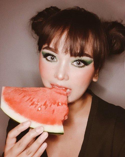 Tarik sis....SEMONGKO 💃🍉#wakeupandmakeup #makeuptutorial #glowingmakeup #ClozetteID #indobeautysquad #ragamkecantikan #beautybloggerindonesia #tampilcantik #ABG #asianbabygirl #egirl #tezzaapp #newnormal #ootd #森林AMAZONE카야#emakkomplek2110