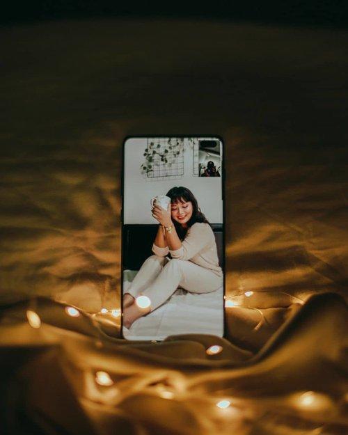 Foto antara Jakarta dan Canada yang banyak drama. Mulai dari gak bisa gaya, koneksi internet jelek, ditambah tripod patah. Terima kasih sudah mau meluangkan waktunya @tevie.f  #wakeupandmakeup #makeuptutorial #glowingmakeup #ClozetteID #indobeautysquad #ragamkecantikan #beautybloggerindonesia #tampilcantik #ABG #asianbabygirl #egirl #tezzaapp #virtualphotoshoot #virtualphotography